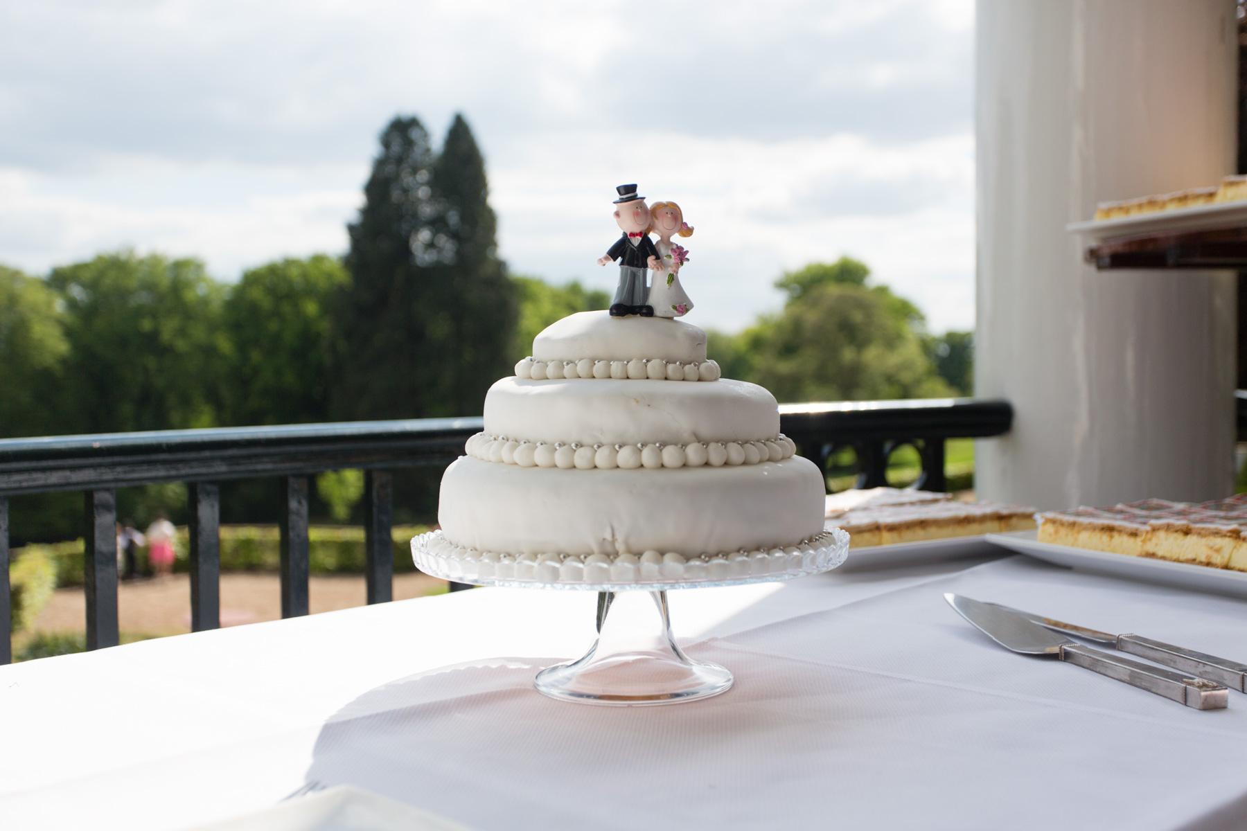 Witte huwelijkstaart fotografie Lianne & Jeroen